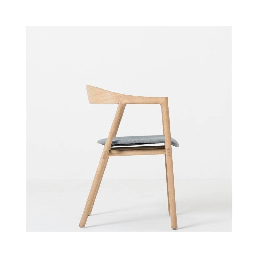 Gazzda Jedálenská stolička z masívneho dubového dreva so sivým sedadlom Gazzda Muna